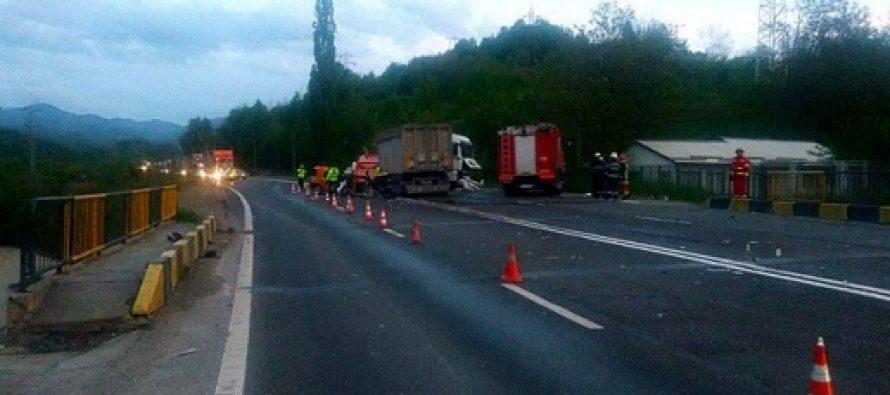 Accident grav pe DN1 la Nistoresti, Prahova. Doua persoane din Sibiu aflate intr-un taxi au murit