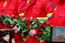Eroii SMURD Iasi au ajuns acasa! Cei patru membri ai echipajului SMURD au fost primiti cu lacrimi si flori. FOTO