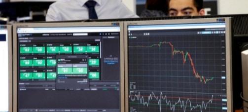 Lira sterlina, in cadere libera! Panicati, investitorii cauta refugiu in active sigure