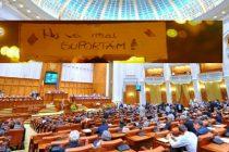 Proteste in Bucuresti impotriva unui Parlament lenes si penal, care a legalizat nepotismul si a aprobat pensiile speciale inainte sa plece in vacanta