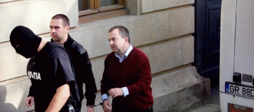 Adrian Ionut Eftimie l-a denuntat pe Bogdan Olteanu. Eftimie a fost condamnat in dosarul Petrom in care Vantu a primit 6 ani inchisoare