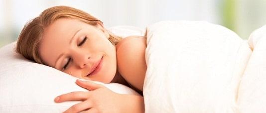Dormim cu 20% mai putin ca acum 100 de ani. Care este cauza insomniei