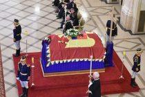 Sicriul Reginei Ana a fost asezat in Sala Tronului de la Palatul Regal