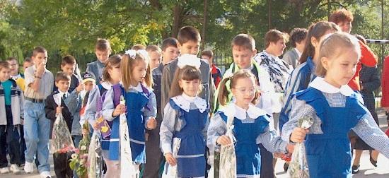 Uniforma unica (obligatorie) ar putea fi introdusa in scoli. Ce spun specialistii in Educatie