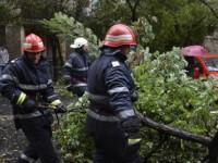 NEAMT - Zeci de localitati au ramas fara energie electrica din cauza ploilor si ninsorilor