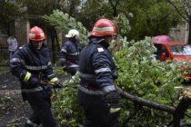 NEAMT – Zeci de localitati au ramas fara energie electrica din cauza ploilor si ninsorilor