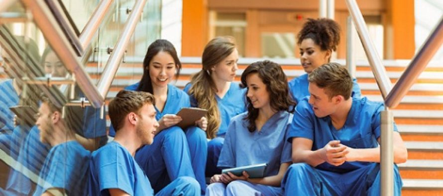 Medicii rezidenti, medicii dentisti rezidenti si farmacistii rezidenti vor incasa bursa de rezidentiat pana la 1 martie 2018, apoi vor beneficia de salariu majorat