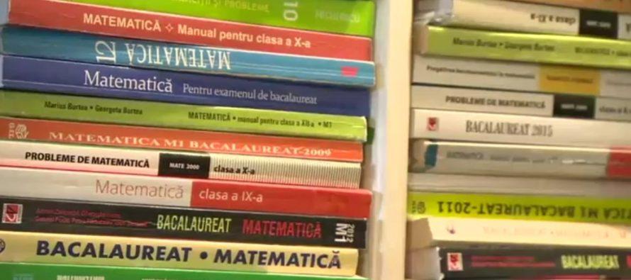 PROFESORI MODEL. Profesoara de matematica Maria Panaitopol le ofera elevilor olimpici premii din propria pensie