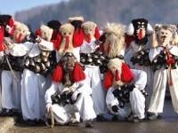 Traditii de Craciun la Cavnic. Daca ii vezi pe brondosi, vei avea noroc in noul an!