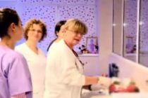 Livia Ognean, medicul care a ales sa ramana in Romania pentru a salva vietile nou-nascutilor. Sibienii au desemnat-o femeia anului 2015!