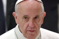 Papa Francisc face apel la mass-media sa nu mai dezinformeze si le cere jurnalistilor sa evite coprofilia