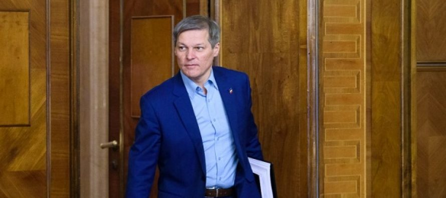 "Dacian Ciolos sustine ca PNL face parte din ""clasa politica veche"" care refuza sa se reformeze: Asteapta sa cada PSD natural si ei sa le ia locul"