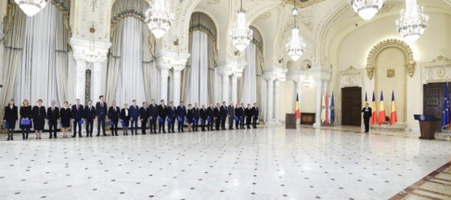 Romania are Guvern! Ministrii Cabinetului Grindeanu au depus juramantul, presedintele Iohannis: Astept sa-mi spuneti cum veti ajunge la deficit de 3%