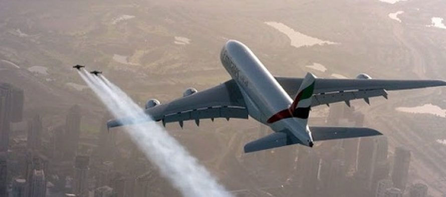Aviatia atinge noi culmi! Zbor in echipa cu un avion A380 al Emirates Airline si duo-ul Jetman Dubai