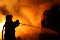 Incendiu puternic la un camin de batrani din Bucuresti, o persoana a murit si alte 19 au fost ranite