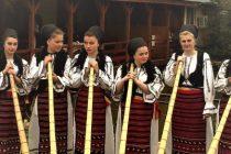 """Folclorul romanesc ajunge la Carnavalul de la Venetia, gratie grupului de tulnicarese """"Moatele"""" din Campeni"""