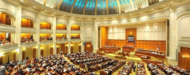 Guvernul Orban a cazut prin motiune de cenzura, cearta politica va fi arbitrata de Klaus Iohannis