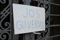 Protestatarii din Timisoara se pregatesc sa plece in Bucuresti pentru a participa la protestul impotriva Guvernului
