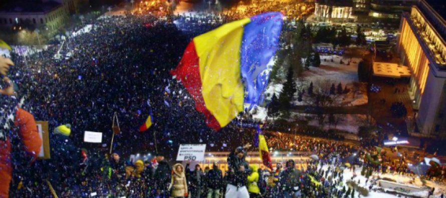 Romania, a patra zi de proteste! Peste 150.000 de oameni s-au strans la Guvern. Vedetele serii, niste manechine in haine de detinuti cu chipurile lui Dragnea, Iliescu si Iordache