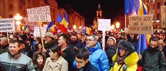 #Ro-mania nu cedeaza! Protest cu peste 20.000 de oameni la Timisoara