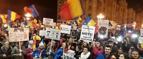 Protestatarii de la Timisoara au facut un Referendum Anticoruptie in Piata Operei, documentul va fi trimis la Cotroceni