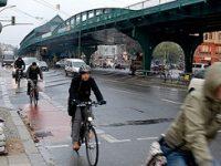 GERMANIA, IN ALERTA! O masina a intrat intr-un grup de oameni la Berlin, in timpul unei curse cicliste