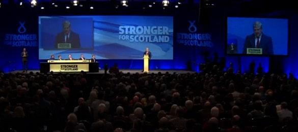 """Scotia va avea referendum de independenta! Angus Robertson o acuza pe Theresa May de """"fanfaronada aroganta"""" si ii promite ca nu va putea sta in fata democratiei scotiene"""
