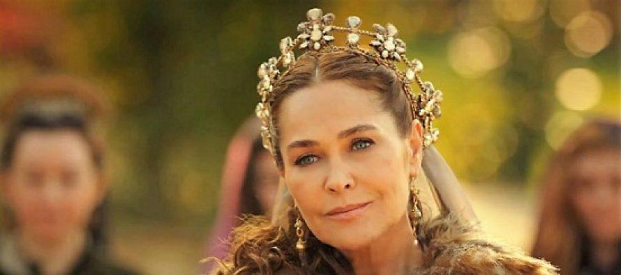HULYA AVSAR, actrita care o interpreteaza pe Sultana Safiye in serialul Kosem, este o personalitate complexa a vietii publice din Turcia. BIOGRAFIE – FOTO