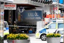 Un camion a intrat in multime la Stockholm. Premierul Suediei: Toate indiciile duc spre ipoteza unui atac terorist