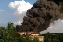 Incendiu de proportii la Balotesti, la fabrica de mobila Prestige Mob. Fumul era vizibil de pe Aeroportul Otopeni