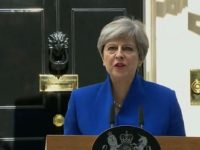 Motiunea de cenzura impotriva premierului Theresa May, respinsa la limita. Ce variante are Marea Britanie