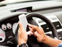 Studiu: Soferii din Romania sunt mai preocupati de telefonul mobil si de Facebook, decat de drum