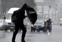 Furtuna violenta in cinci judete si in Bucuresti anuntata de autoritati. ANM: Intervalul critic va fi dupa ora 18.00. Arafat: Nu va fi ca la Timisoara