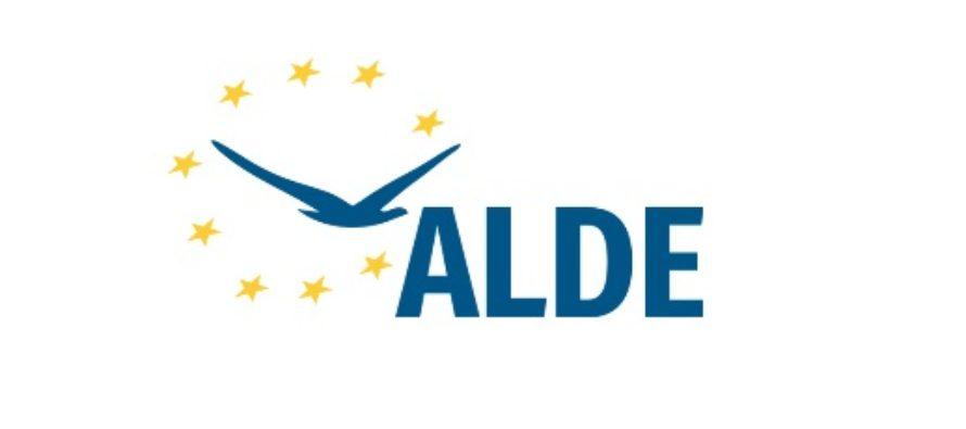Tineretul ALDE a premiat performanta si excelenta in cadrul Galei Premiilor TLDE. Tariceanu: Pregatiti-va daca vreti sa faceti performanta