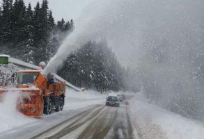 INFOTRAFIC. Drumuri inchise pe Transfagarasan si Transalpina din cauza ninsorii si viscolului