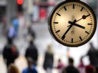 UE deruleaza un sondaj cu privire la eliminarea orei de vara. Masura se va aplica doar cu acordul tuturor celor 27 de state membre