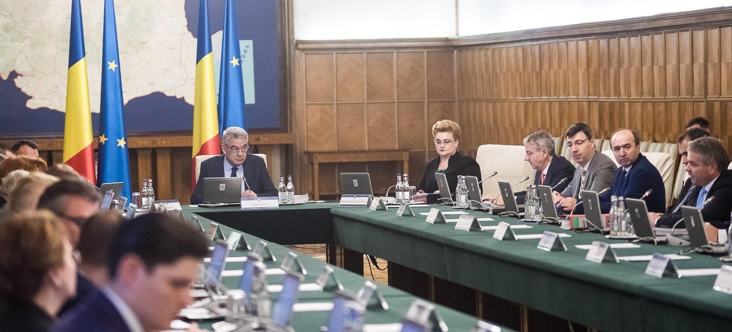 Revolutia fiscala, citita de pe foaie de ministrul Finantelor in sedinta de Guvern. Imediat, Lia Olguta Vasilescu a anuntat mariri de salarii si pensii