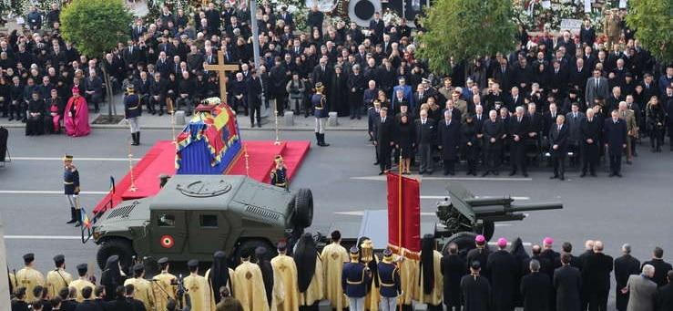 Regele Mihai I a avut parte de funeralii impresionante la Palatul Regal si la Patriarhia Romana