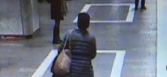 Un nou incident la metrou, o batrana a incercat sa arunce pe sine o femeie in statia Unirii 2