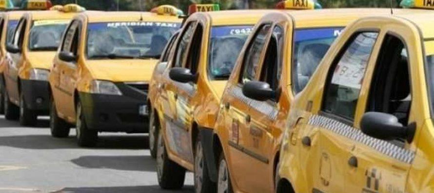 Taximetristii din Bucuresti vor fi obligati sa aiba un nou regulament in trafic. Fumatul si folosirea telefoanelor vor fi interzise