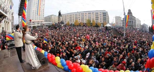 IASI. Zece mii de oameni au participat la manifestarile militare de la Palatul Culturii. Chirica: Traiasca Romania, traiasca Iasiul cel mult iubit!