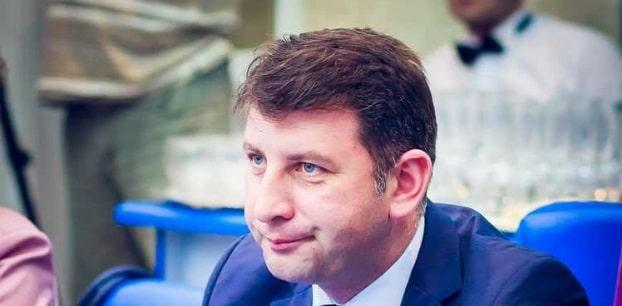 Lucian Micu, primarul din Roman, vrea sa o dea in judecata pe Ecaterina Andronescu si ii cere demisia din functia de senator