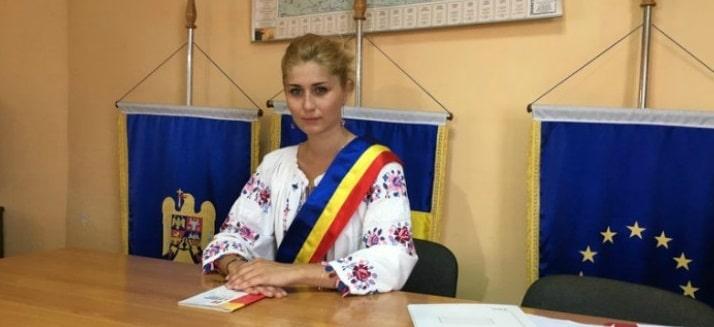 Irina Onescu, cea mai tanara primarita din Romania, ofera spatiu si teren gratuit companiilor care vor sa investeasca in comuna Petris