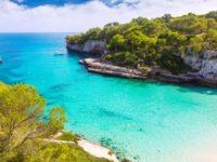 Blue Air introduce zboruri spre insoritele plaje din Mallorca