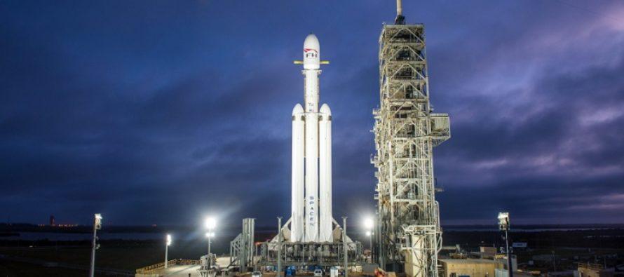 Cea mai puternica racheta din lume, care intr-o zi va duce oameni pe Luna sau pe Marte, este testata astazi la Cape Canaveral
