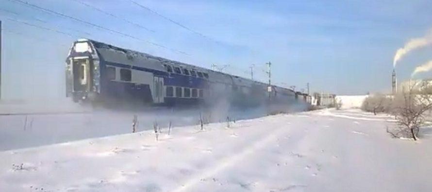 Zeci de trenuri anulate de CFR Calatori din cauza ninsorilor si viscolului. In Gara de Nord, trenurile au intarzieri de pana la 85 de minute