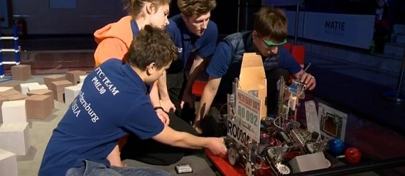 Cea mai mare competitie de robotica intre licee din Romania, BRD FIRST Tech Challenge, isi desemneaza castigatorii in weekend