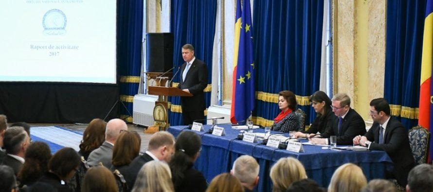 "CNCD discuta sesizarea privind eticheta ""penali"" folosita de Klaus Iohannis si Laura Codruta Kovesi"