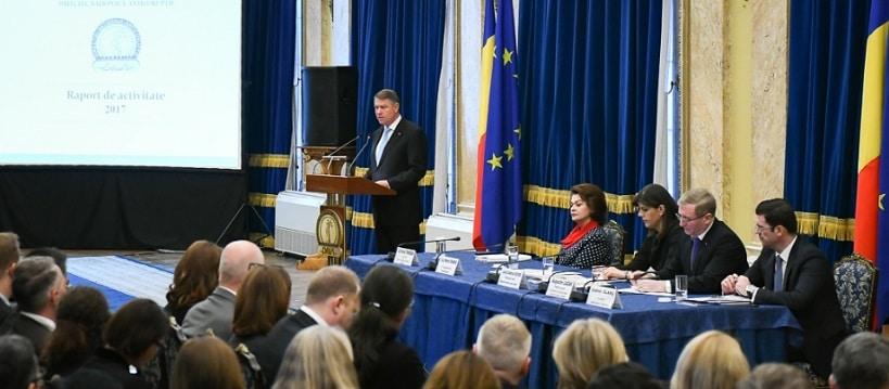 """CNCD discuta sesizarea privind eticheta """"penali"""" folosit de Klaus Iohannis si Laura Codruta Kovesi"""