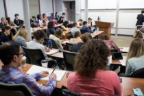 Universitatile de stat, acuzate de studenti ca vor sa mareasca taxele de scolarizare pentru a acoperi cresterea salariilor profesorilor